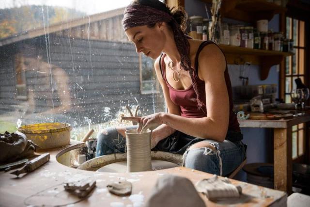 Potter Amy Hazeldine at Sunna Studio